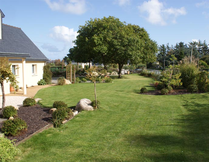 Jardin champ tre daniel paysage for Vide jardin 2016 la garnache