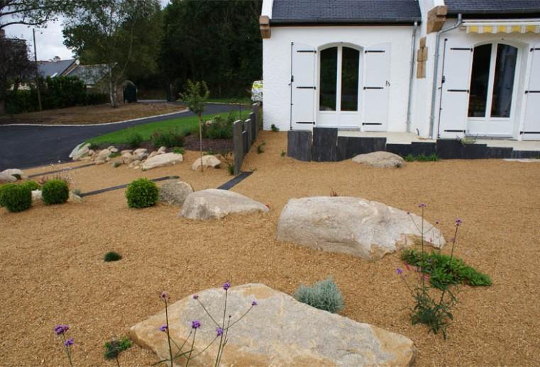 aménagement d'(une entrée jardin minéral