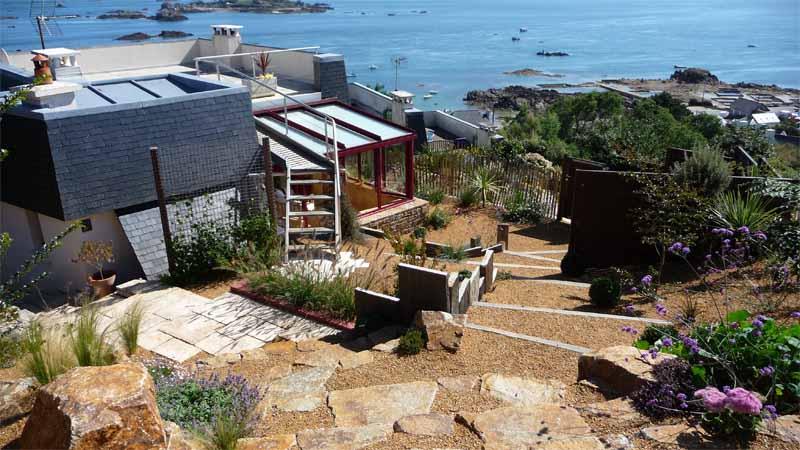 Jardin contemporain en espaliers daniel paysage - Jardin de bord de mer ...