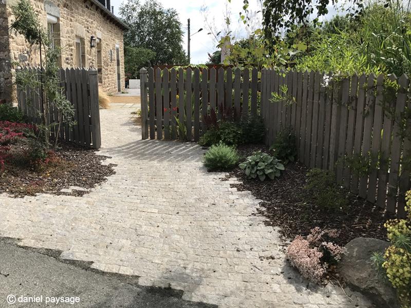 Accès-Entrée-pavés-barrière-clôture bois-palissade