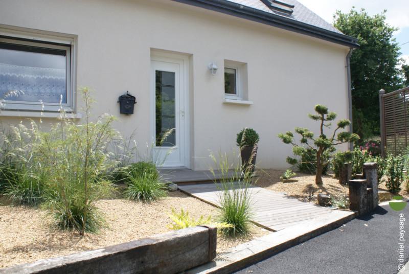 jardin accueil avec cheminement bois et stipa bonzai palissade